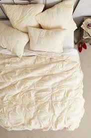 cream pintuck cotton quilt