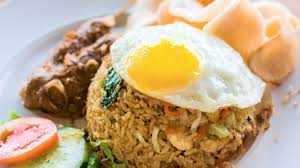 In a wok, add 2 tbsps of oil. Recipe Nasi Goreng Kampung