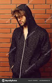 ひげと髪型スポーツ服を着て都会風男 ストック写真 Stetsik 164249560