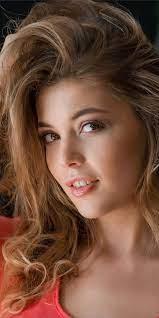 Woman model, brunette, beautiful smile ...