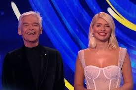 On instagram, she described the centrepiece of her dazzling outfit as a dress of dreams. Holly Willoughby Accused Of Presenting Dancing On Ice In Her Underwear Liverpool Echo
