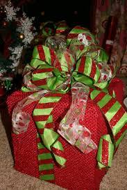 DIY Lighted Christmas Present Box. diy outdoor xmas decorations