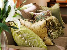 12 ways to bring color to a room with pillows