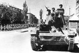 Вторая Мировая Война неизвестные страницы Гнездо Осы Советские Т 26 на улицах Тебриза Иран 17 сентября 1941 г