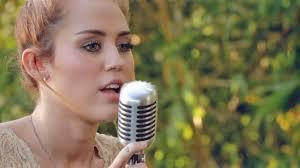 Miley Cyrus ○ Jolene ○ Legendado Em Inglêsportuguês  YouTubeBackyard Sessions Jolene