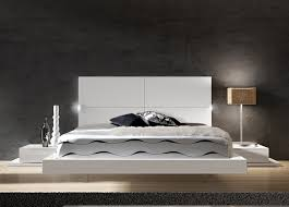 White italian bedroom furniture Simple Bedroom Ideassimple Modern Bedroom Furniture White Contemporary Italian Platform Bed With Twin Nightstand Also Aelysinteriorcom Bedroom Ideas Simple Modern Bedroom Furniture White Contemporary