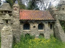 How To Build A Hobbit House All Stone Hobbit House In The Cotswolds Abandoned Amazing