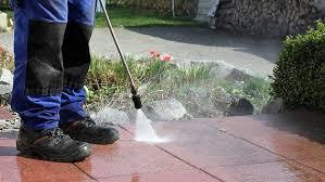Sie erhalten dadurch die wunderschöne optik, sowie die schützende versiegelung ihres bodens. Terrasse Mit Hausmitteln Reinigen Ndr De Ratgeber Verbraucher