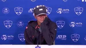 Naomi Osaka leaves press conference in ...