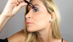 how to use the magnetic eyelash applicator tool