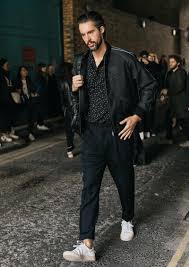 都会的に見える黒スタイル春に着るなら メンズファッション Leon