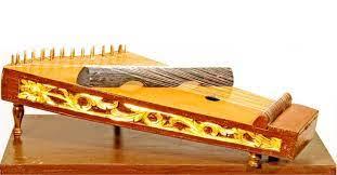 Namun yang membedakan adalah siter alat musik yang cara memainkannya dengan cara dipetik. 25 Macam Macam Alat Musik Petik Tradisional Beserta Cara Memainkan