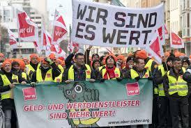 Streik {masculine} der streik der dockarbeiter ist begründet, weil sie ein lohndumping befürchten. Streik Beendet Verdi Erreicht Deutliche Lohnsteigerung Fur Geldtransport Dienste Wirtschaft Tagesspiegel