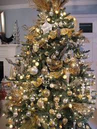 Christmas-Tree-Decorations-Ideas-Silver-And-Gold-2