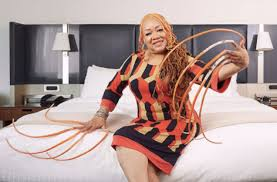 it may have taken her 20 years but ayanna williams finally did it she broke the record for the longest fingernails in the world