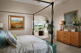 View In Gallery A Blend Of The Classic And The Modern In The Stylish Bedroom  [Design: Romanza