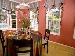 hms01h06 2 diningroomtable create a dramatic dining setting with a floor length tablecloth