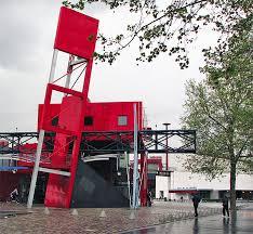deconstructive architecture. Parc De La Villettes. (Lauren Manning / Flickr) Deconstructive Architecture