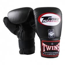 twins tbm 1 bag gloves leather lightweight padding for extra sd on the bag or pads whilst still providing good protection to your hands