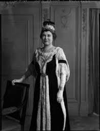 Hilda Dillon (née Brunner), Viscountess Dillon - Person - National Portrait  Gallery