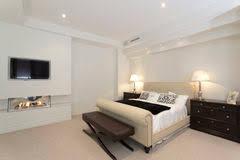 Immagini Di Camere Da Letto Moderne : Camera da letto moderna con il camino immagini stock immagine