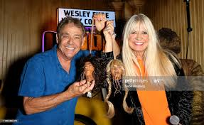 Actors Wesley Eure and Kathy Coleman pose with sculptures of shrunken...  News Photo - Getty Images