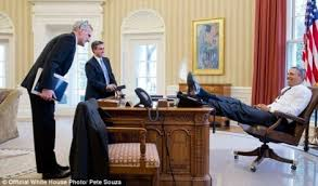 oval office furniture. Now That Is What Real Disrespect Looks Like. There\u0027s A Big Difference Between Someone Putting Their Feet On The Couch To Get Decent Photo And Leader Oval Office Furniture