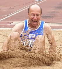 Perfekte Landung im Sand - Werner Friedel beim Weitsprung - Meitingen - 2830375_web