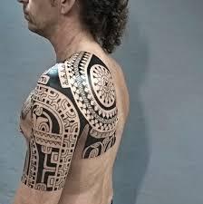 фото тату в стиле полинезия на плече мужчины фото рисунки эскизы