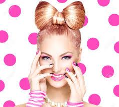 面白い弓髪型と美容ファッション モデルの女の子 の写真素材画像素材