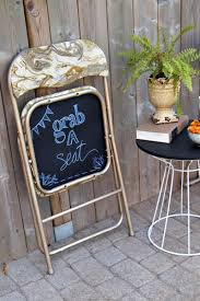 diy folding chair makeover with chalkboard bottoms diy spray painted metal folding chairs