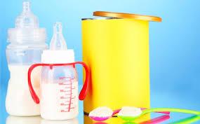 Как подобрать детскую смесь для новорожденного рекомендации врачей Молочная смесь в бутылке и желтая коробка