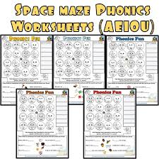 Phonics worksheets by level, preschool reading worksheets, kindergarten reading worksheets, 1st grade reading worksheets, 2nd grade reading wroksheets. Space Maze Phonics Worksheets Aeiou Making English Fun