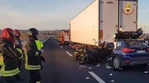 Foto incidente mortale A14 oggi 30 gennaio auto camion Pescara - PescaraPost