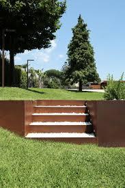 Behutsame Interaktion Umbau Einer Sizilianischen Farm Sizilien Gartengestaltung Kies Vorgarten Hanglage Cortenstahl Beeteinfassung