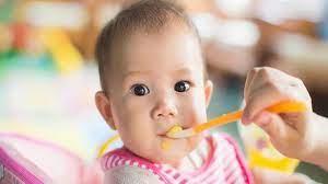 Thực đơn ăn dặm cho bé 5 tháng tuổi - mẹ nấu nhanh, con ăn ngoan