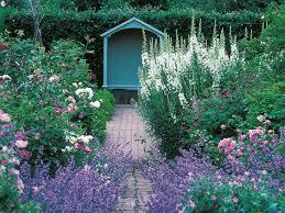 Exploring Cottage Gardens | HGTV
