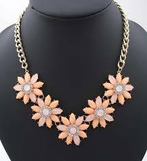 Resultado de imaxes para flores en collares