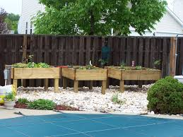picture of raised garden bed on legs