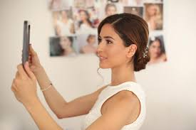 we provide lored makeup lessons for individuals or groups for self application