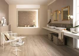 Badezimmer Fliesen Und Holz Stock Photo