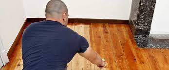 Dielenboden nach schleiffen risse und fugen. Holzboden Lackieren Und Versiegeln Heimwerker De
