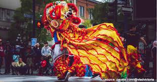 Saat pentas, penari diiringi dengan musik dari biola dan tari tayub atau tayuban adalah kesenian tari daerah tradisional jawa tengah yang memiliki unsur keindahan dan keserasian gerak. Barongsai Kong Ha Hong Legenda Barongsai Di Indonesia