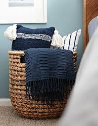 As cestas feitas em rattan são itens que agradam visualmente e são fáceis de usar na decoração. Cesto De Palha Veja Ideias De Como Usar O Objeto Na Decoracao Jetss