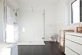 Badezimmer Dusche Ebenerdig Fliesen Grau Bad Ideen Einrichtung