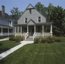 Fassade Eines Grauen Stuck Haus Mit Weißen Und Lizenzfreies Bild