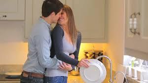 2 couples dans la cuisine