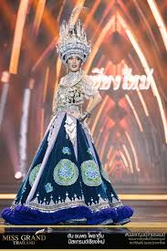 Pin by Crystal Vue on hmoob/hmoong/苗族   Hmong clothes, Hmong fashion, Miss  universe national costume