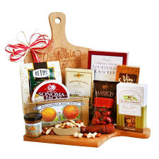 5 Creative DIY Christmas Gift Basket Ideas For Friends Family Holiday Gift Baskets Christmas