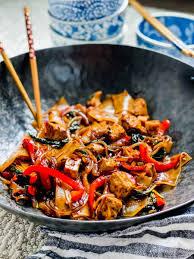 drunken noodles with tofu thai